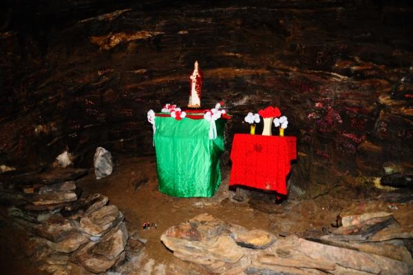 Altar in interiorul minei